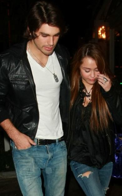 miley_cyrus_justin_gaston_dinner_date_1_0_0_0x0_400x636